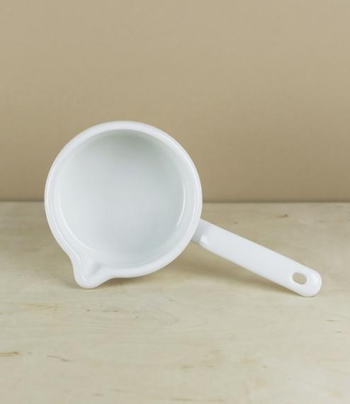 White saucepan