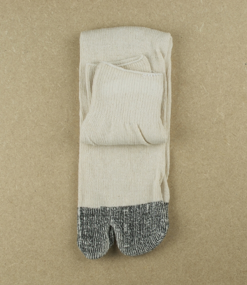 Gunsoku or soldiers socks. Made from cotton, with a divided big toe, and reinforced heel and toe sections. Intended for use with jika-tabi, Japanese s..