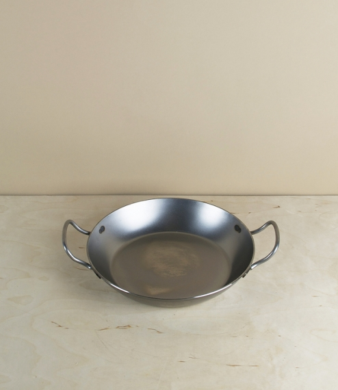 2 handled frying pan 24cm