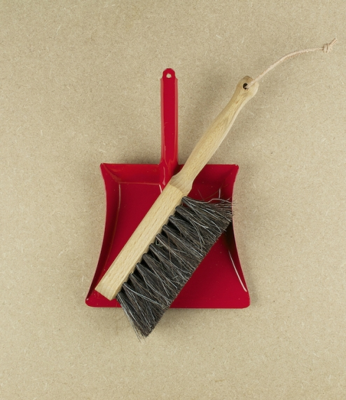 Child's dustpan & brush