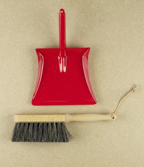 Child's dustpan & brush