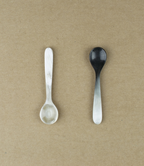 Small salt or spice pinch dishes and spoons hand cut, formed, and polished in Carnforth, at the last remaining horn-works in Britain. The colours rang..