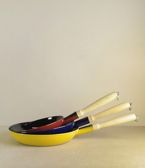 Enamel frying pans