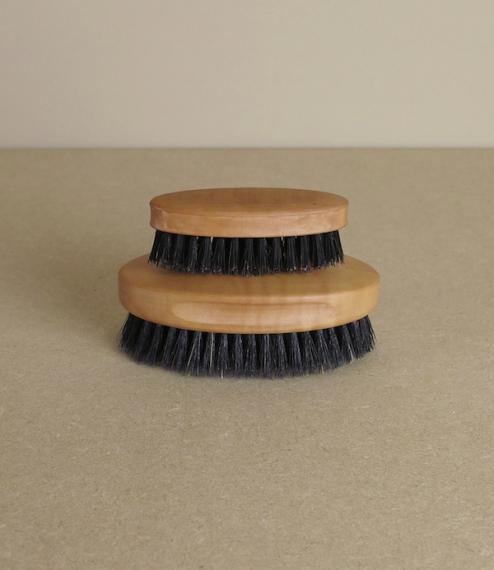 Gentlemen's hair or beard brushes