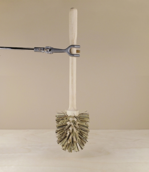 A natural toilet brush made with an untreated beech stock filled with an extra hard union blend of dark palmyra fibres from South East Asia, mixed wit..