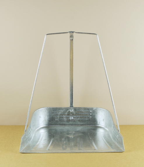 A wide-mouthed deeper sided three handled dustpan of a traditional Japanese design, enabling use (when combined with a mid-length or lightweight longe..