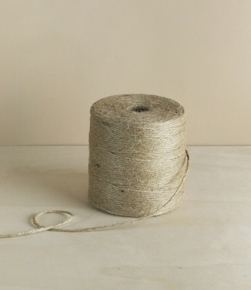 The No.48 spool holds over 250 metres of 3 ply jute fillis from the Nutscene company of Angus, Scotland. The ideal garden twine, this like all of Nuts..