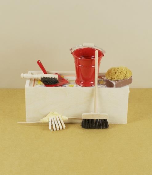 Doll's broom set
