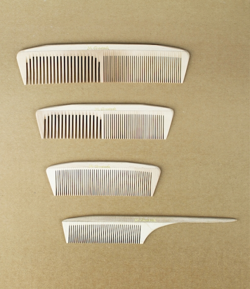 Hardwood combs from the Groetsch family of Enzendorf, Germany. Handmade of local timber (pear, whitebeam, wild as well as true service - all of which ..