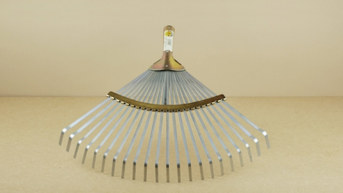 Adjustable leaf-rake