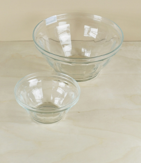 Heavy glass bowls in the classic Picardie pattern made in Duralex's La Chapelle-Saint-Mesmin plant of the renowned Saint-Gobain tempered glass. Nomina..