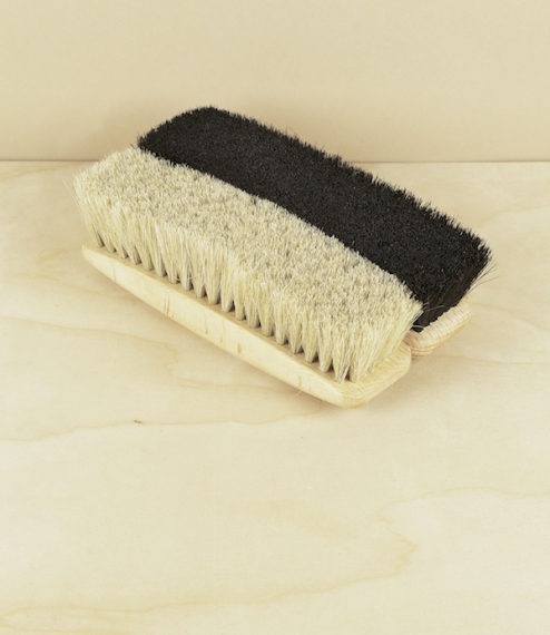 Shoe brushes in dark or light horsehair