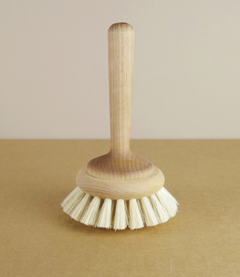Bath tub brush, common in Japan and on the continent, and used for cleaning baths quickly and without scratching, although we think it would make a pr..
