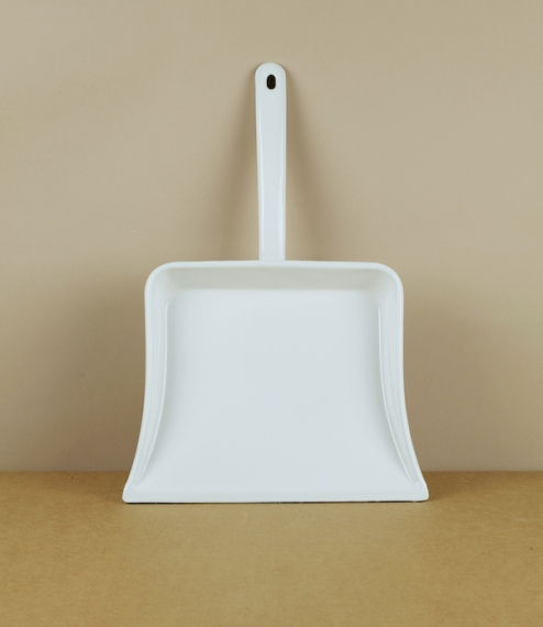 A very well made heavyweight white vitreous enamel dust pan, which being heat and abrasion resistant is particularly suitable to use around a hearth. ..