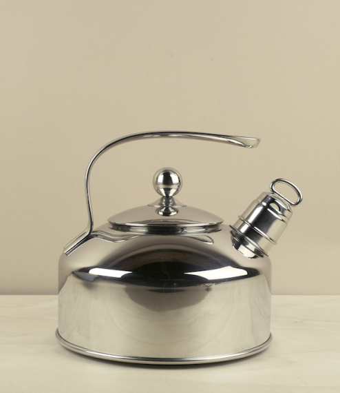 An exceptionally well made 18/10 (18% chromium, 10% nickel) stainless steel whistling kettle from the company of Riess Kelomat, of Ybbsitz, Austria. T..
