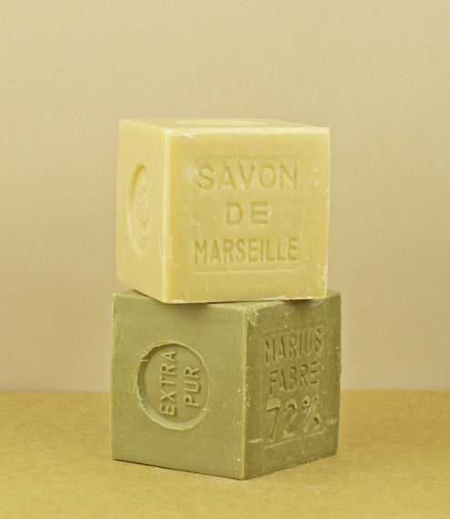 Either green 72% olive oil, or white 72% palm oil soaps from Salon-de-Provence where they have been made using the Marseille method since 1900. Batch ..