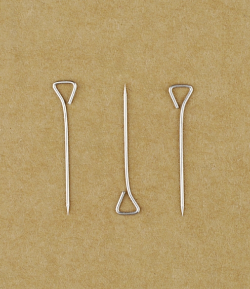 A box of 100 French triangular headed pins, especially useful for machine sewn quilting work as the heads allow the pins to lie flat but are large eno..