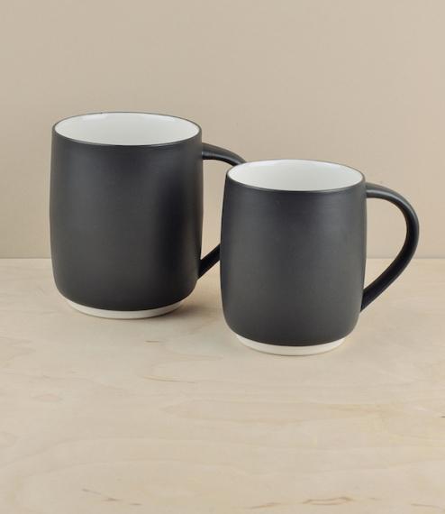 These tea cups and mugs were developed in collaboration between Oji Masanori and Susumuya tea-house, working alongside Imamura Hajime of Imamura Porce..
