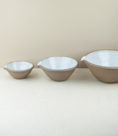 A set of three spouted mixing bowls in reduction fired white dolomite. Measuring approximately 5.5cm high by 12.5cm, 7cm by 17cm, and 9.5cm by 22.5cm...