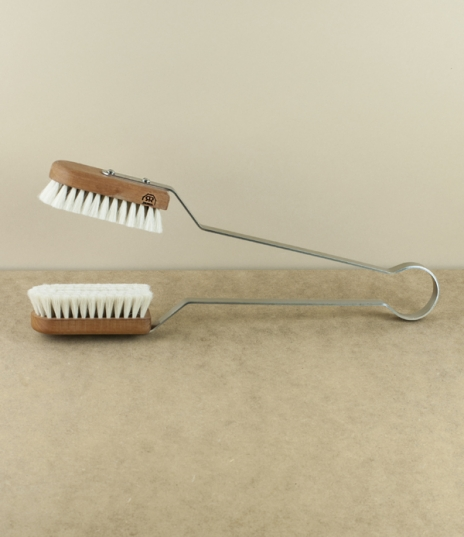 A pair of soft goat-hair and pear-wood brushes mounted upon stainless steel tongs allowing for the easy and scratch free dusting of broad leaved house...