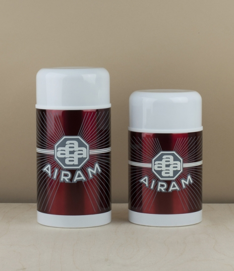 Based on the red Airam glass vacuum flasks of 1934, these wide mouthed food containers were developed in an endeavour to recreate the renowned heat re...