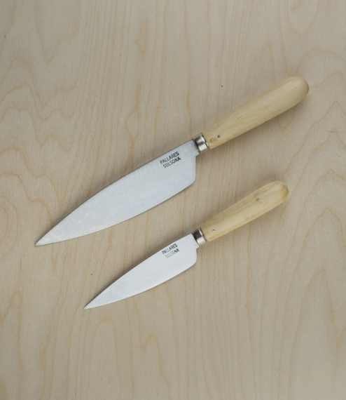 Simple yet elegant kitchen knives with carbon steel (rustable) blades and boxwood handles. Amongst the most traditional of Solsona patterns these make..