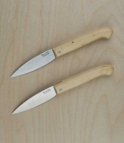Classic folding knives with a choice of carbon (rustable) or stainless steel blades set into boxwood handles. Made without linings or a bolster just a..