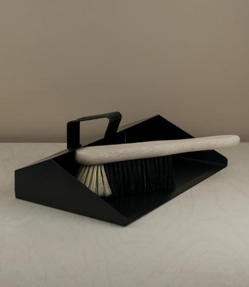 Dustpan new no.1 black hooded dustpan