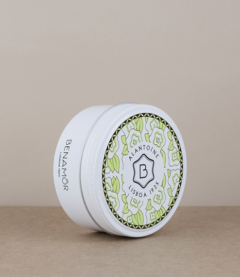 The renowned Alantoíne (a citrus scented protective unchanged for 50 years) body butter supplied in a 200ml screw top tin. Made in Portugal in the lab..