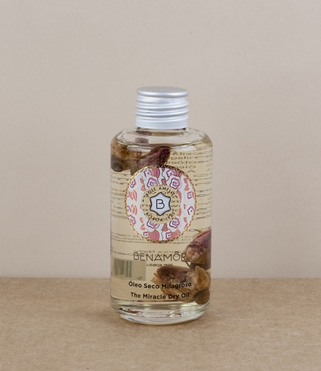 A dry oil blend of argan, sunflower, and sweet almond oil steeped with carefully hand picked rose buds for a delicate and true rosaceous scent. Intend...
