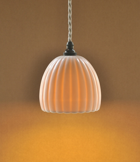 An elegantly translucent pendent shade and ceiling cup born of a collaboration between OJI Masanori and Imamura porcelain of Arita. Made of Amakusa To...