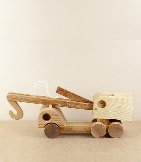 Wooden mobile crane