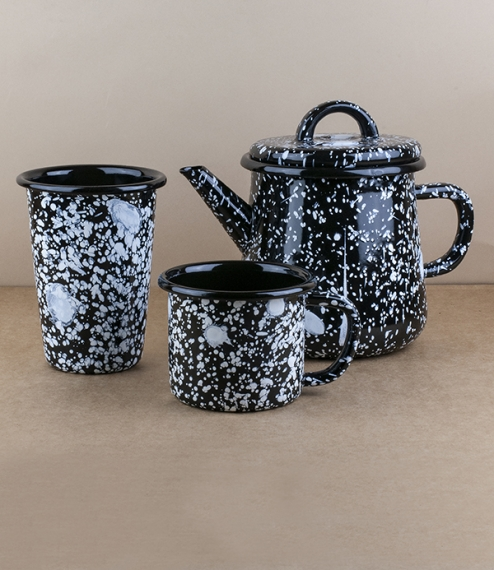 Turkish white on black splatterware teapot, 1 litre
