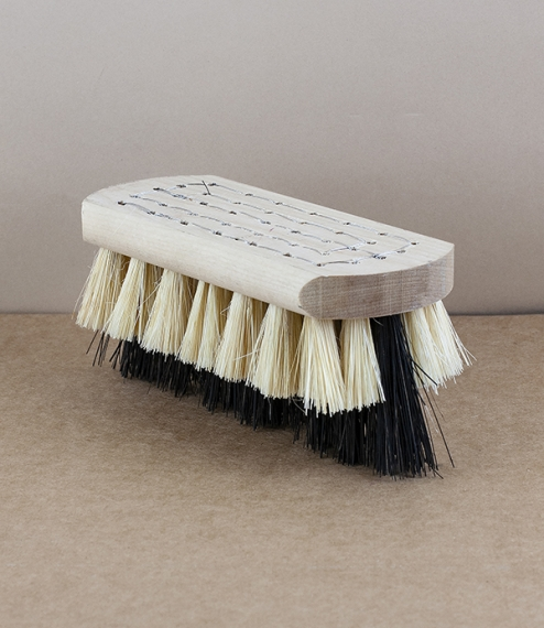 A interesting brush whose whimsical good looks belie its undoubted if specific usefulness. The stock is formed from boreal birch the shorter fibres ar..