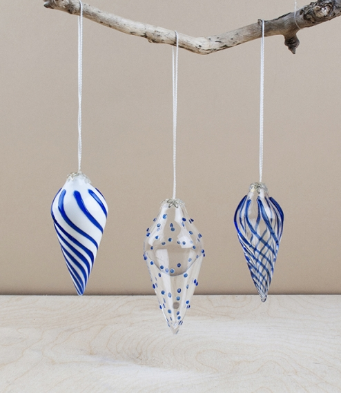 Relatively heavy weight mouth blown glass baubles in a classic inverted tear-drop or pine cone shape with either clear or white glass bodies hand and ..