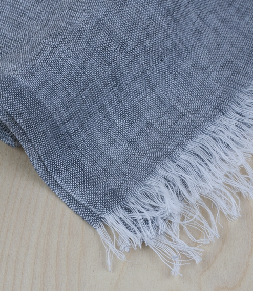An ethereally lightweight scarf woven from 100% European Masters of Linen quality washed long staple linen, measuring 3cm5 x 200cm (plus fringes). Wov..