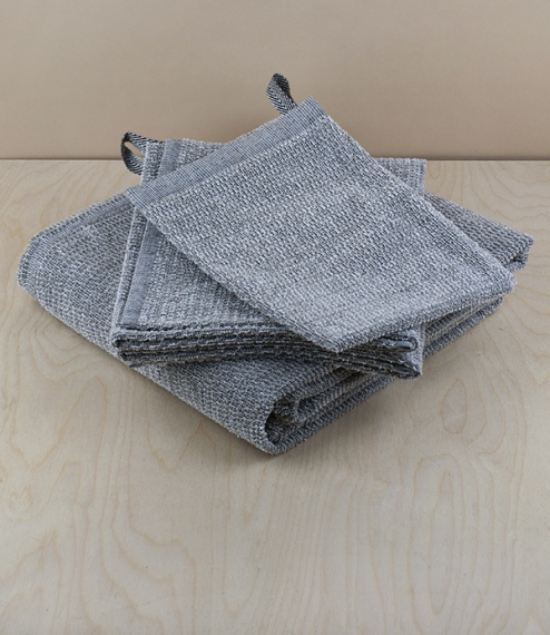 A choice of 70% linen, 30% cotton loop-woven friction bath mitt, hand, or bath towels - long prized for their invigorating effect on the skin. Woven b..