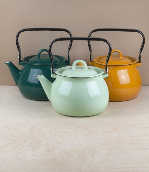 A choice of pistachio, phthalo-green, yellow, or white vitreous ceramic enamel kettles of approximately 2 litre capacity and a maximum diameter of abo..