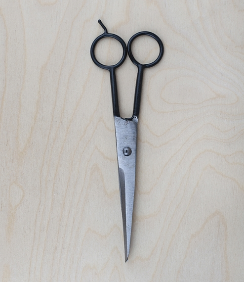 Rough finished* yet surprisingly delicate hand forged household and hairdressing scissors from Vietnam. Made of carbon steel, with dipped handles for ..