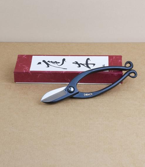 Kadō snips