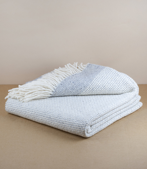A luxurious 100% merino wool blanket, woven in the foothills of the Mourne Mountains in Northern Ireland. Made by Mourne Textiles, a third generation,..