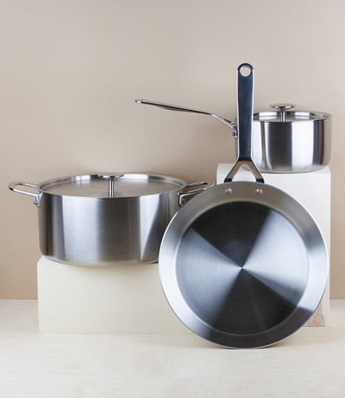 English tri-ply 6 litre stainless steel casserole