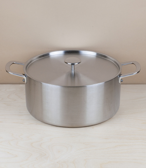 A generously sized lidded casserole with a capacity of around six litres - ideal for stocks, family meals, and larger pots of soup. Made with a unique..