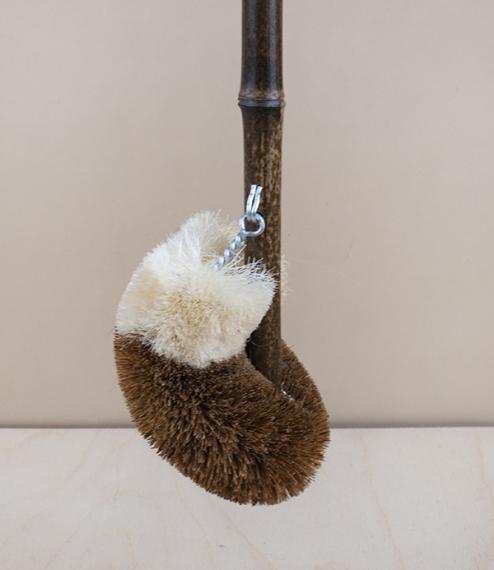'Tawashi' toilet brush