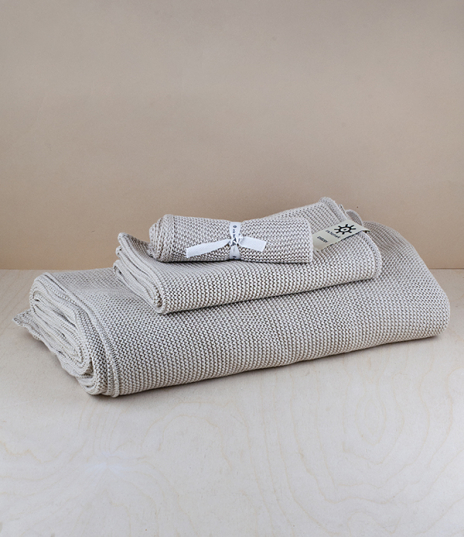 A choice of un-dyed knitted organic cotton washcloths, hand towels, and bath towels. Compact and flexible yet very absorbent, the loose knitted struct...