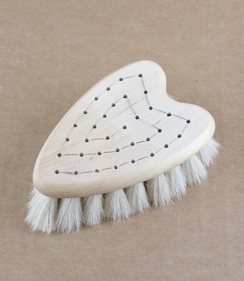A hand stitched, heart-shaped body brush, made of a pale birch wood and exquisitely soft white goat hair. Designed to fit perfectly in the hand, this ..