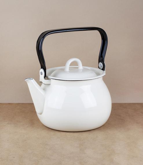 Ukrainian enamel kettle, 2 litres, cream