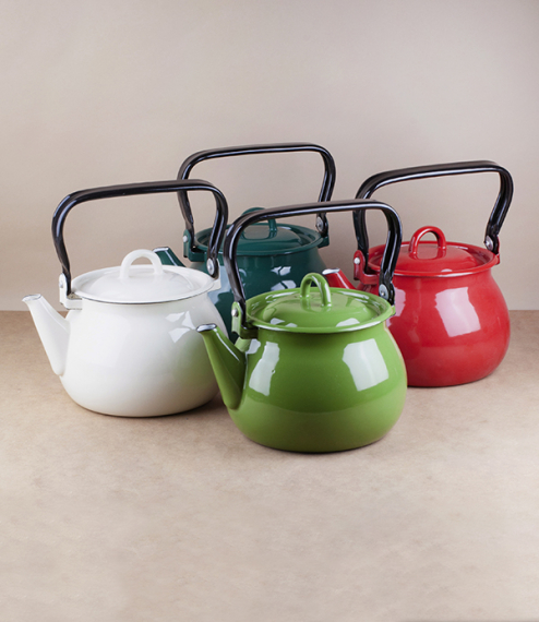 A choice of variously coloured vitreous ceramic enamel kettles of approximately 2 litre capacity and a maximum diameter of about 18cm. Firing in a tra..