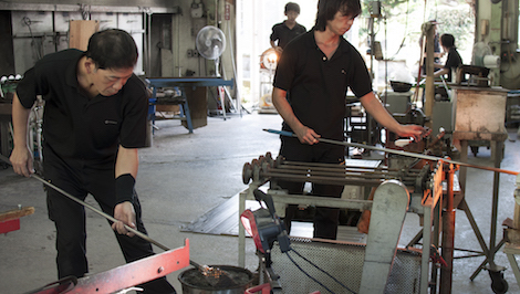 Glass blowing at Satsuma Kiriko