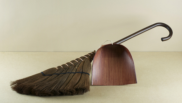 Tosaka means crest and aptly describes the form into which the fine matted umber fibres of the broom-head have been bound, shuro fibres which when fur..